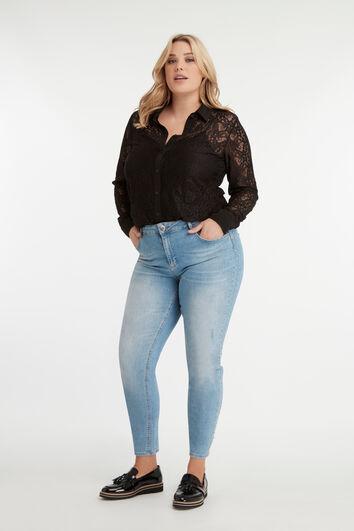 Jeans mit Strasssteinen und Ziernieten