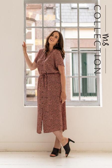 Langes Kleid mit Bindegürtel