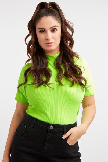 Geripptes, hochgeschlossenes Neon-T-Shirt