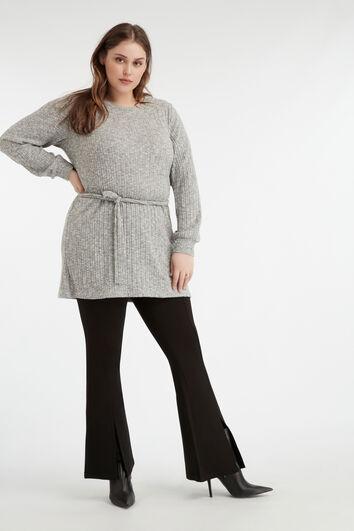 Langer, dünner Pullover