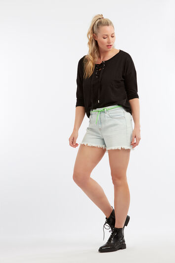 Gebleichte Shorts mit ausgefransten Kanten